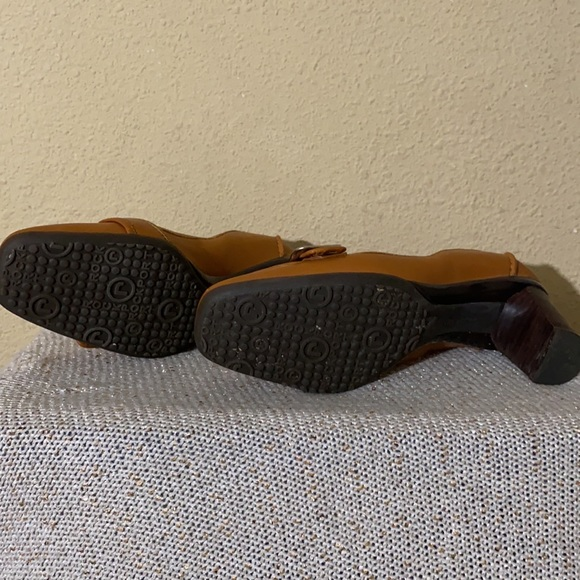 Women's Rockport Sole Innovation Brown Loafer (used)